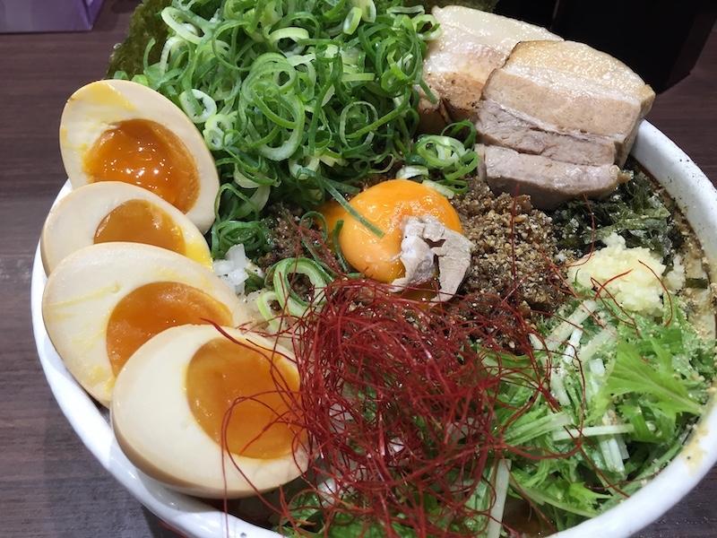 「坦々麺はなび 三好店」 「DX台湾まぜそば」大盛りの味玉トッピング